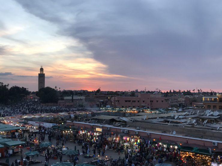 Jemaa el-Fna al tramonto - Grande piazza di Marrakech